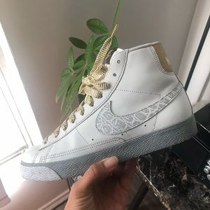 Nike Womens White Blazers Sneakers